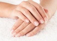 mains-serviette-blanche-500x333