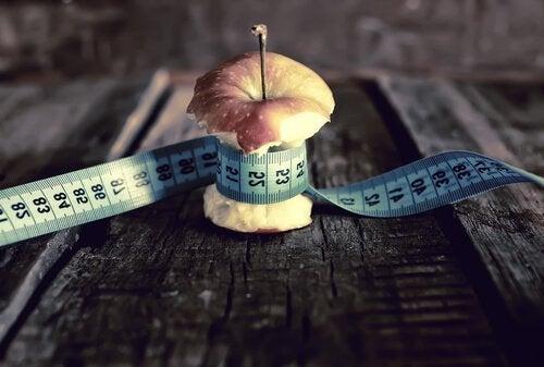 pomme-avec-metre-autour
