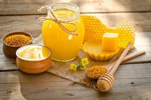 La cire d'abeille pour les rides du contour de la bouche.