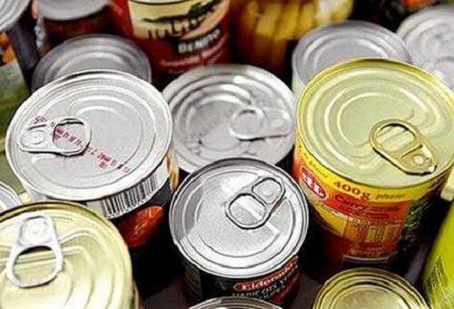 Consommer des aliments en boîte, responsable de déséquilibres hormonaux.