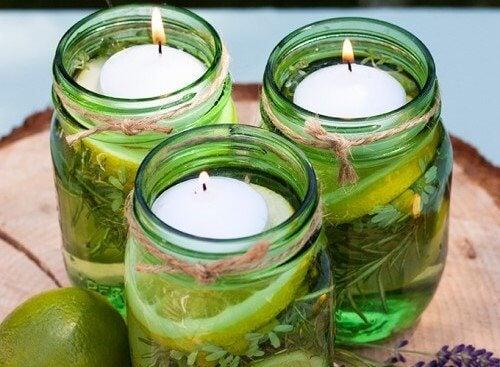 Comment faire deux jolies bougies aromatiques pour faire fuir les insectes