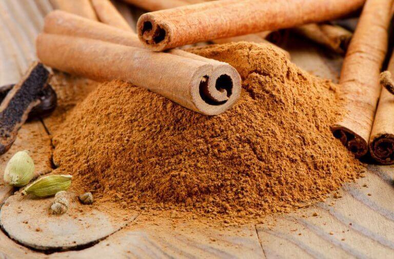 Bienfaits du thé à la cannelle et au laurier pour perdre du poids