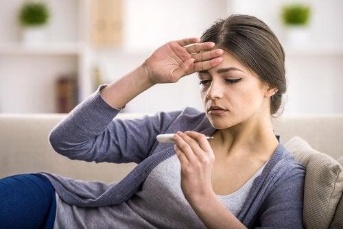Femme avec fièvre
