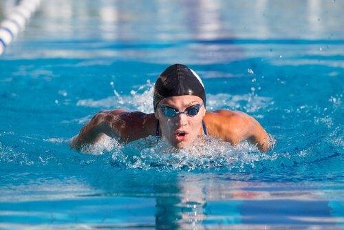 La natation travaille l'estime de soi.
