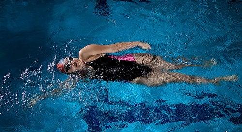 La natation permet de réduire le stress.