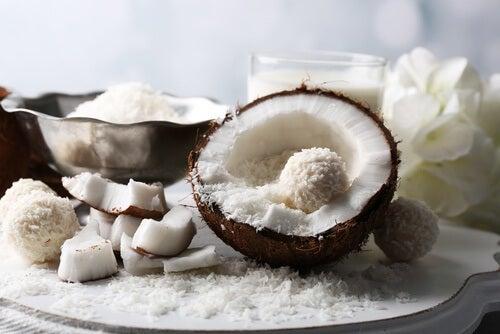 Aliments crus : noix de coco.