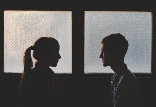 Se remettre avec un ex génère plus de problèmes que d'avantages ?