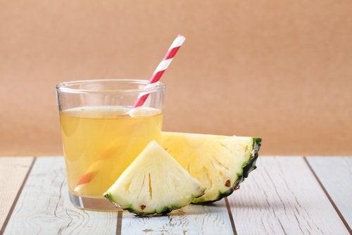 La boisson à l'écorce d'ananas.