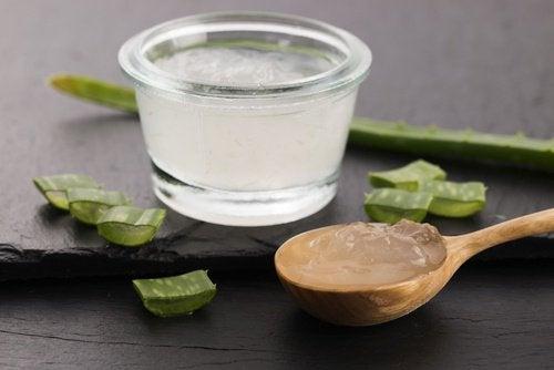 traitements pour renforcer les cheveux à l'aloe vera et jus de citron