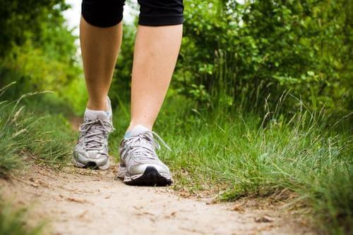 Exercices aérobics, la marche.
