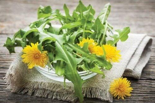 infusions contre la cellulite: ananas et pissenlit