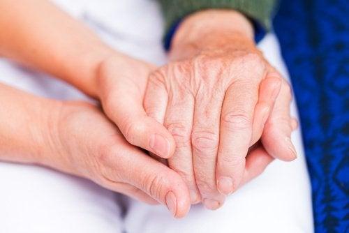 Jus de curcuma contre l'arthrite.