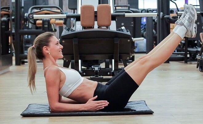 Les abdominaux isométriques pour renforcer le corps.