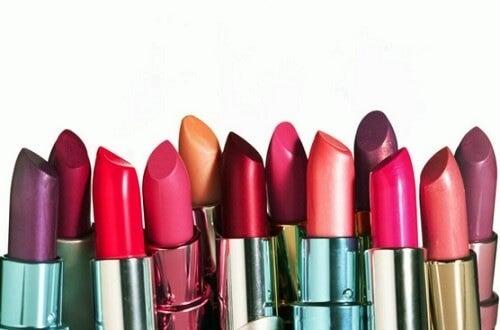 conseils pour des lèvres attirantes : utilisez des rouges à lèvres de qualité
