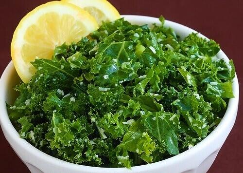 combinaisons d'aliments dans une salade