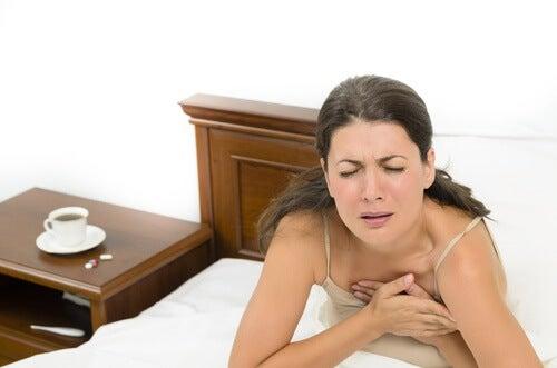 femme souffrant d'un manque de souffle