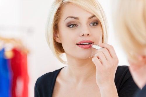 conseils pour des lèvres attirantes : utilisez une protection solaire