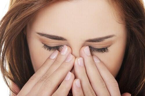 Certaines maladies des yeux peuvent être causées par l'hypertension.