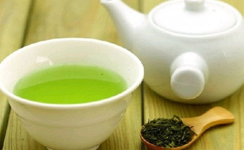 Consommer du thé vert au gingembre.