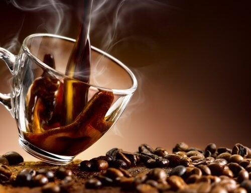 raisons pour lesquelles vous avez des gaz très fréquents : trop de café