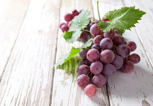 le raisin contre les taches du visage