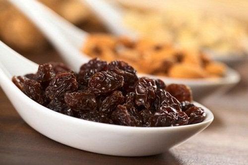 raisons de consommer des raisins secs : organisme plus alcalin