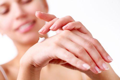Crèmes pour les mains douces.