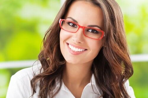 Avec quoi nettoyer et prendre soin de ses lunettes ?