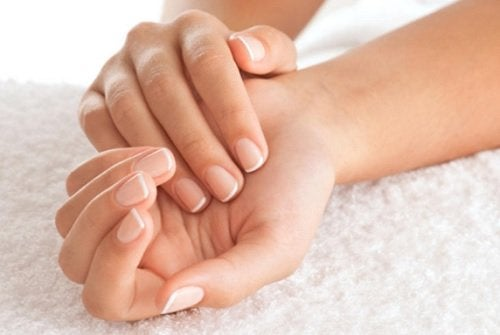 Conseils pour fortifier les ongles.