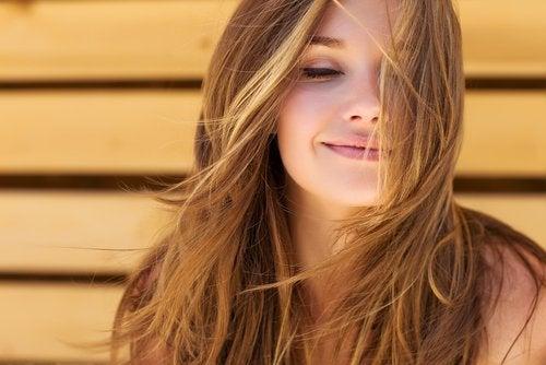 3 manières de renforcer la croissance de vos cheveux