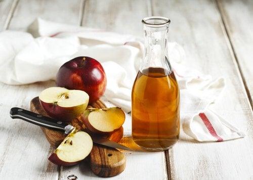 remèdes pour éliminer naturellement la plaque dentaire : vinaigre de pomme