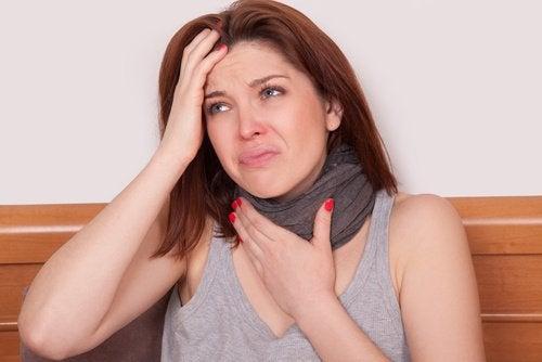 Laryngite aigüe et perte de voix.