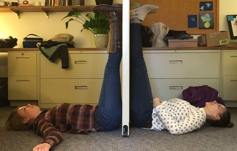 Mettre les jambes en l'air permet de détendre le système nerveux.