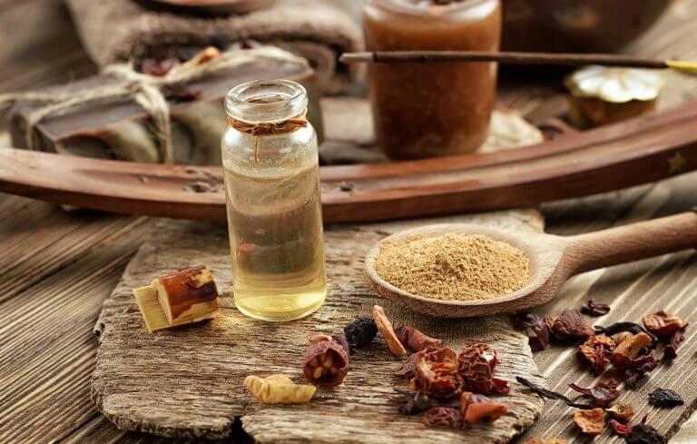 Estomper les ridules avec des huiles.