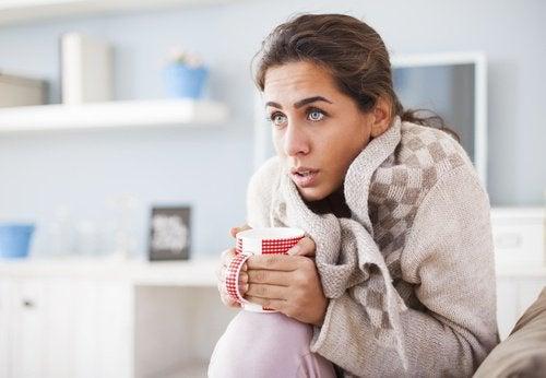 L'intolérance au froid peut être un symptôme de l'hypothyroïdie.