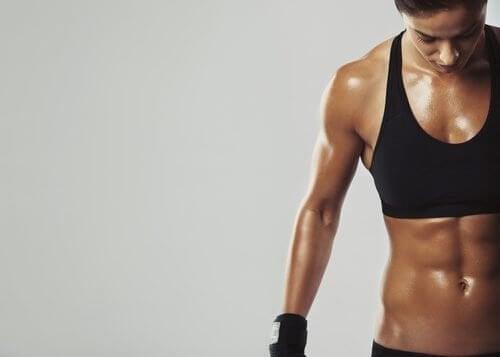 7 astuces pour brûler des graisses et gagner en muscles avec l'alimentation