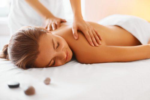 Massages contre la douleur musculaire.