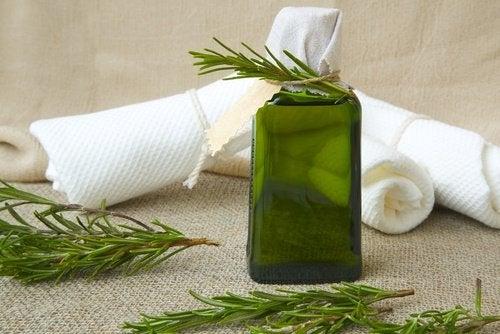 Comment préparer cet après-shampooing aux herbes et au vinaigre