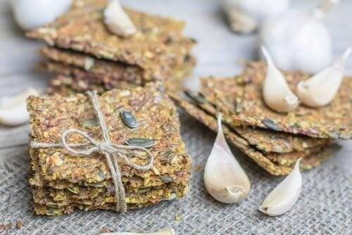 Comment faire des crackers aux graines sans gluten ni lactose ?
