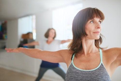 Raffermissez votre poitrine avec les exercices suivants.