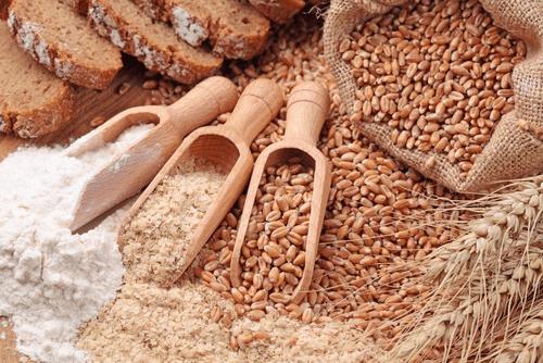 Mangez des aliments complets pour lutter contre la graisse sous les aisselles.