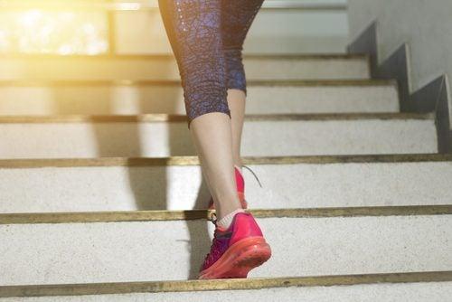 Montez des escaliers pour brûler des calories.