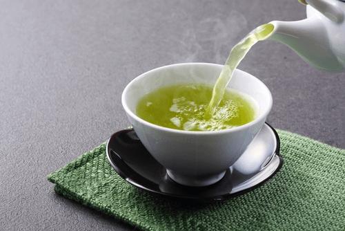 Du thé vert à la menthe.