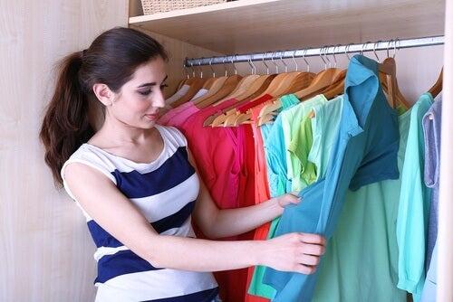 5 astuces pour plier vos vêtements et avoir plus de place dans votre armoire