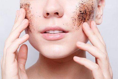 Découvrez comment exfolier votre peau avec des produits maison