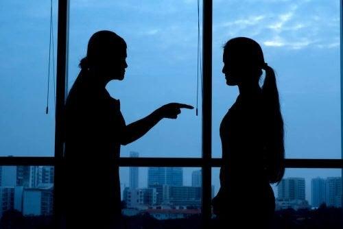 Les autres sont votre propre miroir, qu'essaient-ils de vous montrer ?