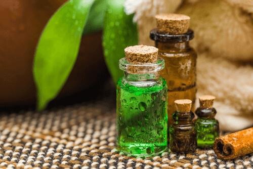Comment éliminer les odeurs sous les aisselles : huile d'arbre à thé