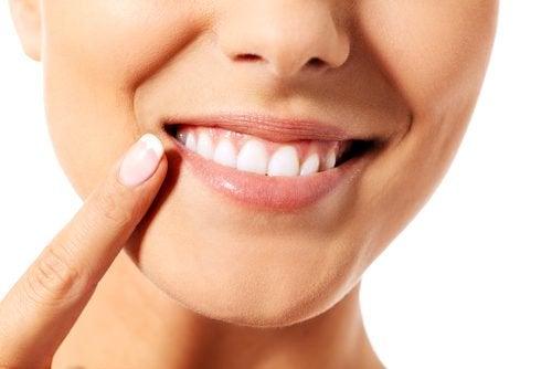 9 astuces pour prendre naturellement et efficacement soin de sa dentition