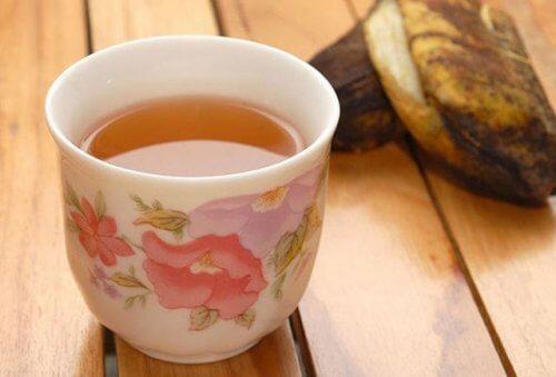 remède avec des peaux de banane pour traiter la rétention des liquides