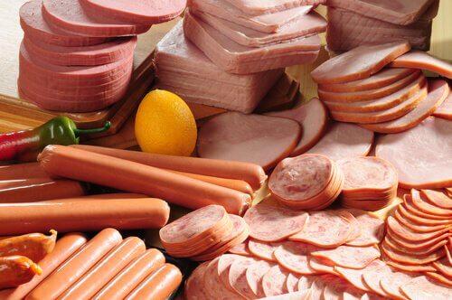 Inflammation du colon : éviter la charcuterie